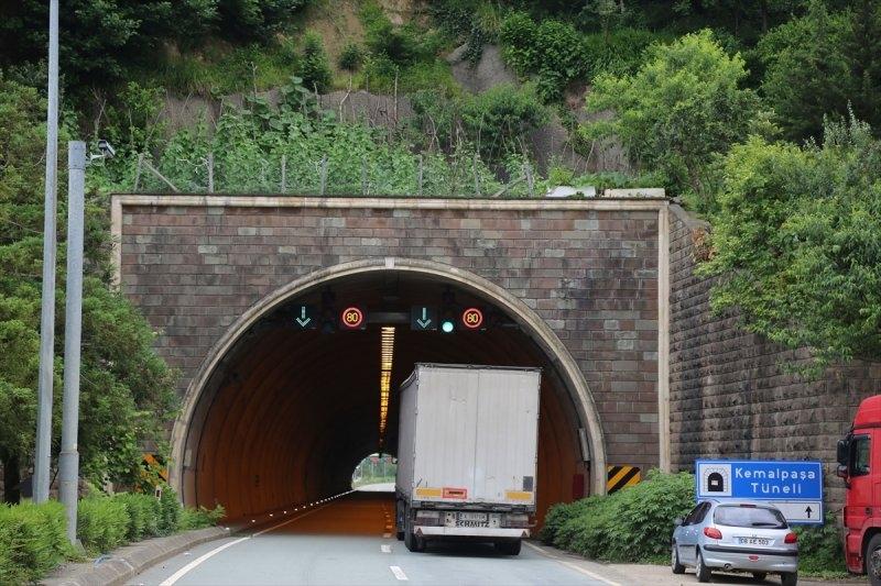 Artvin'de tünelin üstünü tarlaya çevirdiler 1