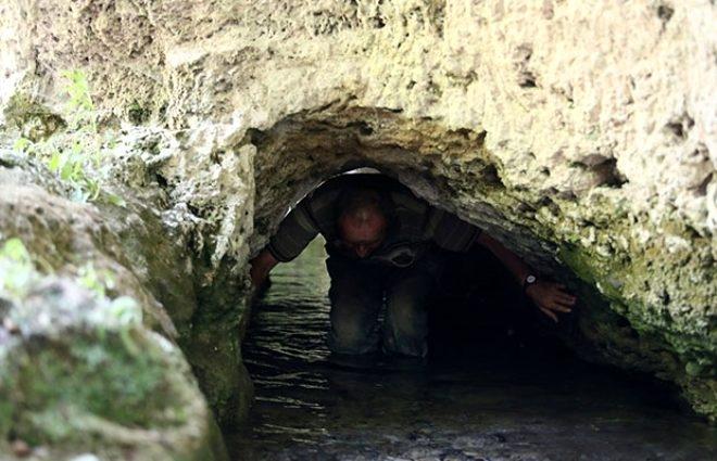 Su akan tünelde şifa bulmak için iki büklüm oluyorlar 2