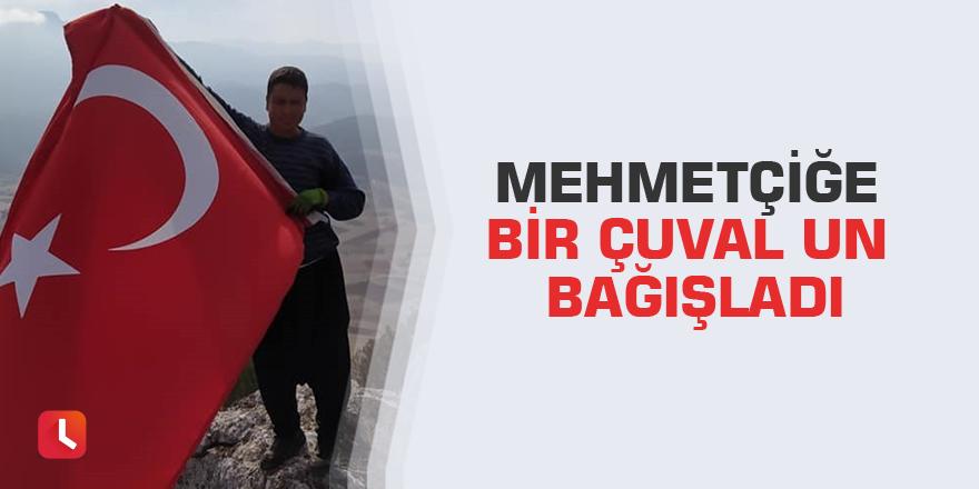 Mehmetçiğe bir çuval un bağışladı