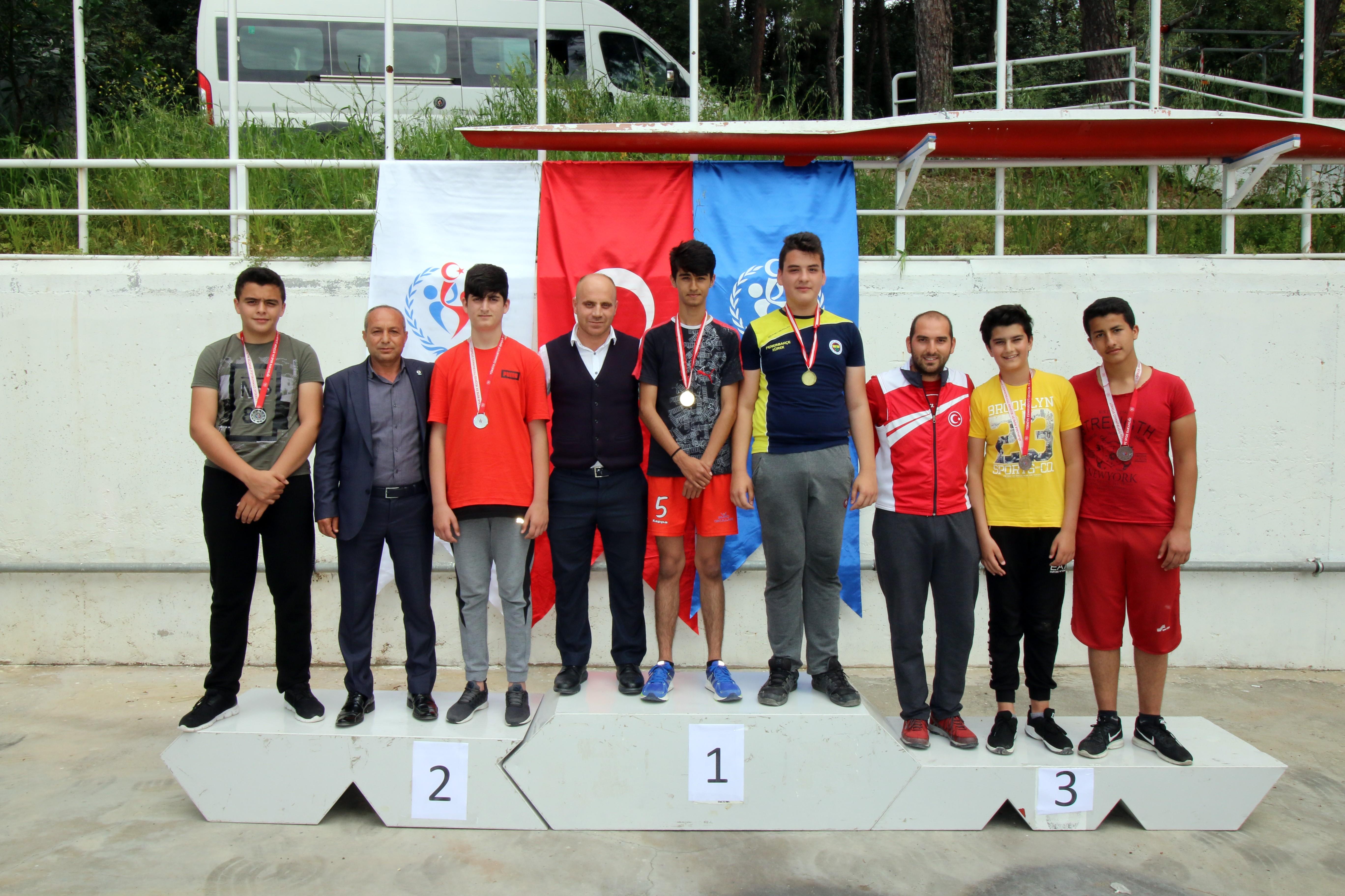 Adana'da Okullararası Kürek Yarışları yapıldı
