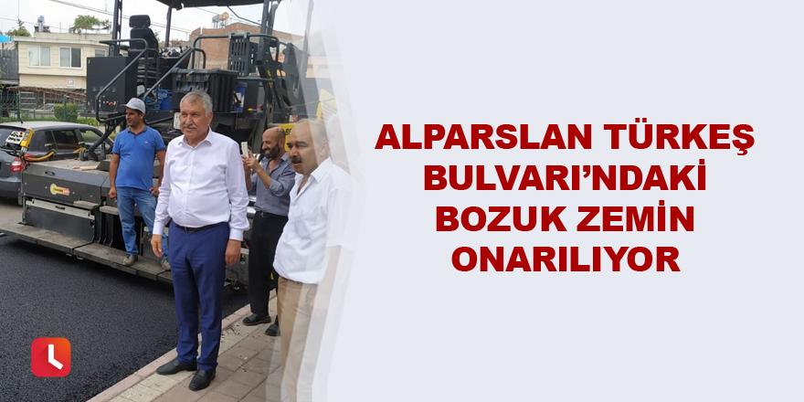 Alparslan Türkeş Bulvarı'ndaki bozuk zemin onarılıyor