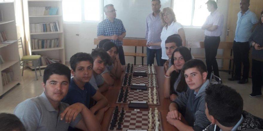 Yumurtalık'ta 19 Mayıs 1919'un 100. yılı nedeni ile satranç turnuvası düzenlendi