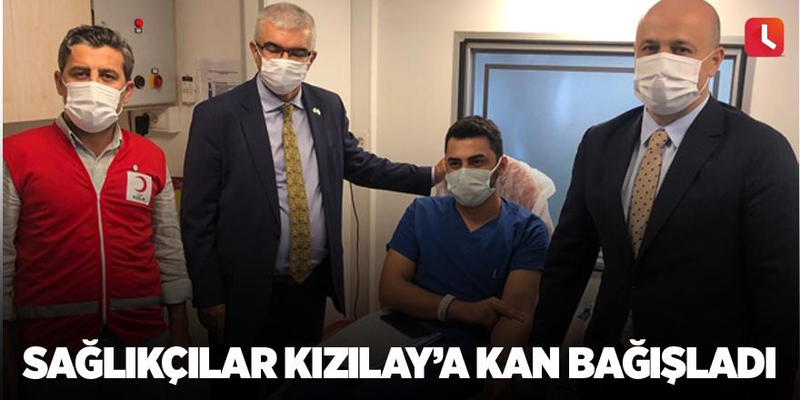 Sağlıkçılar Kızılay'a kan bağışladı
