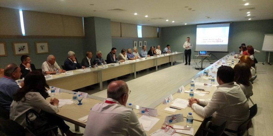 CHP'li belediye meclis üyelerine yerel yönetim eğitimi