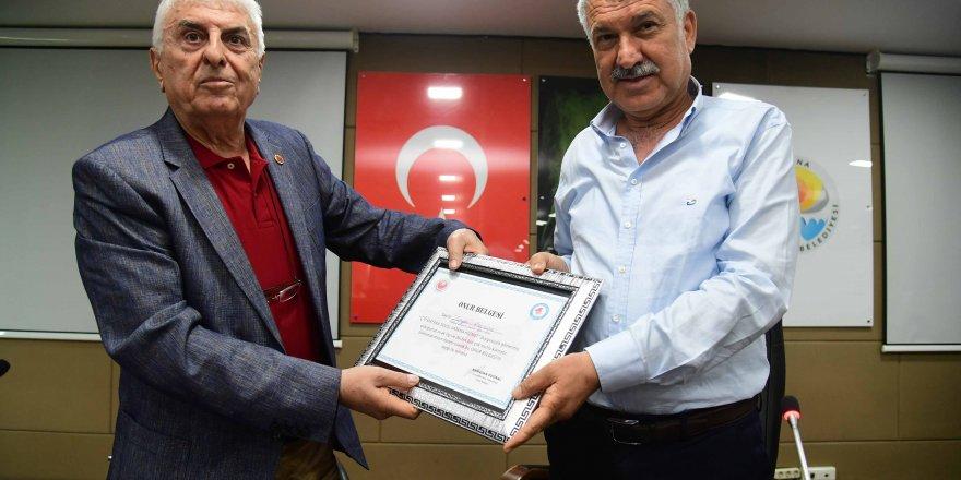 Başkan Zeydan Karalar'a onur belgesi