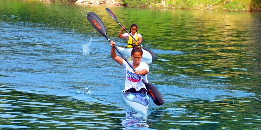 Durgunsu Yıldızlar ve Gençler Kano Türkiye Şampiyonası Adana'da yapıldı