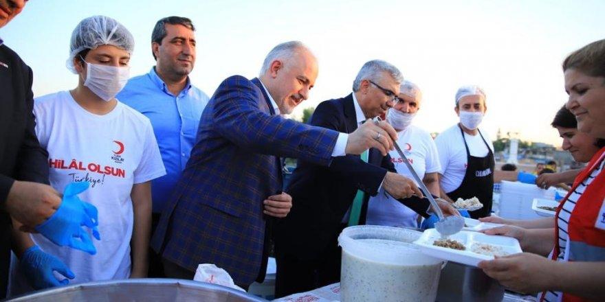 Taş Köprü'de 5 bin kişilik iftar