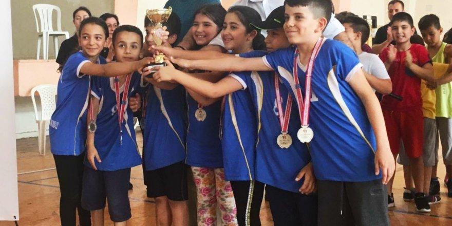Adana'da Badminton Minikler Şampiyonası