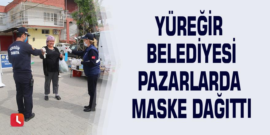 Yüreğir Belediyesi pazarlarda maske dağıttı