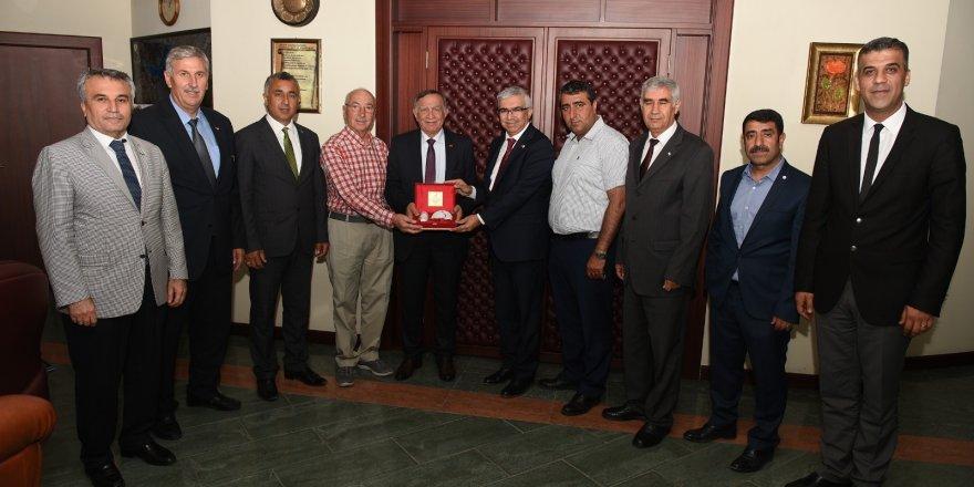 Başkan Akif Akay'dan Kızılay'a destek
