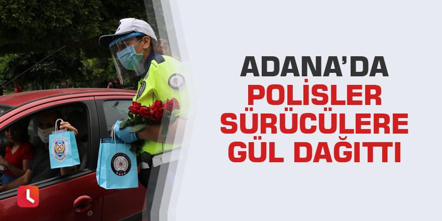 Adana'da polisler sürücülere gül dağıttı