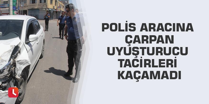 Polis aracına çarpan uyuşturucu tacirleri kaçamadı