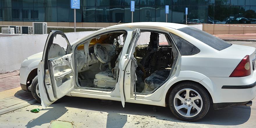 Alev alan otomobilin içerisinde kilitli kalan engelli ağır yaralandı
