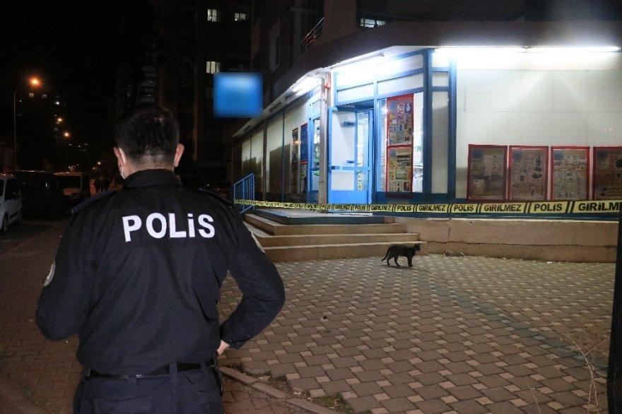 Adana Pınar Mahallesi'nde kar maskeli, pompalı tüfekli market soygunu!