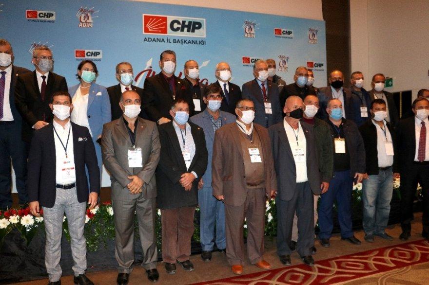 Adana'da CHP'ye yeni üye olanlara rozetlerini Kılıçdaroğlu taktı