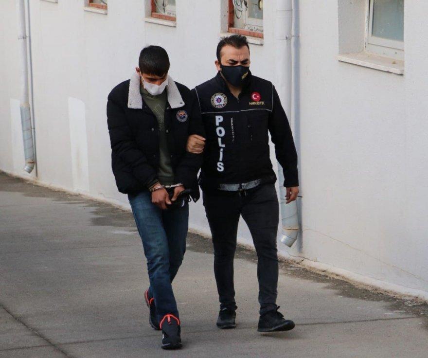 Cips ve meyve suyu paketinde esrar sevkiyatı polise takıldı ile ilgili görsel sonucu