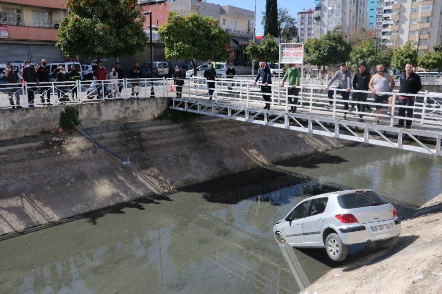 Kısıtlamayı ihlal edip trafiğe çıktı, kanala uçtu
