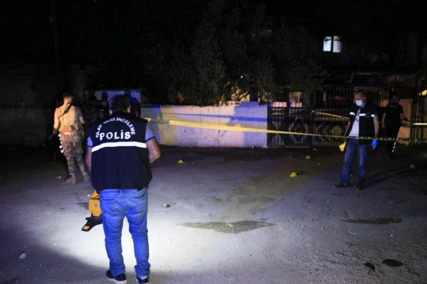 Adana'da sokak ortasında başından vuruldu