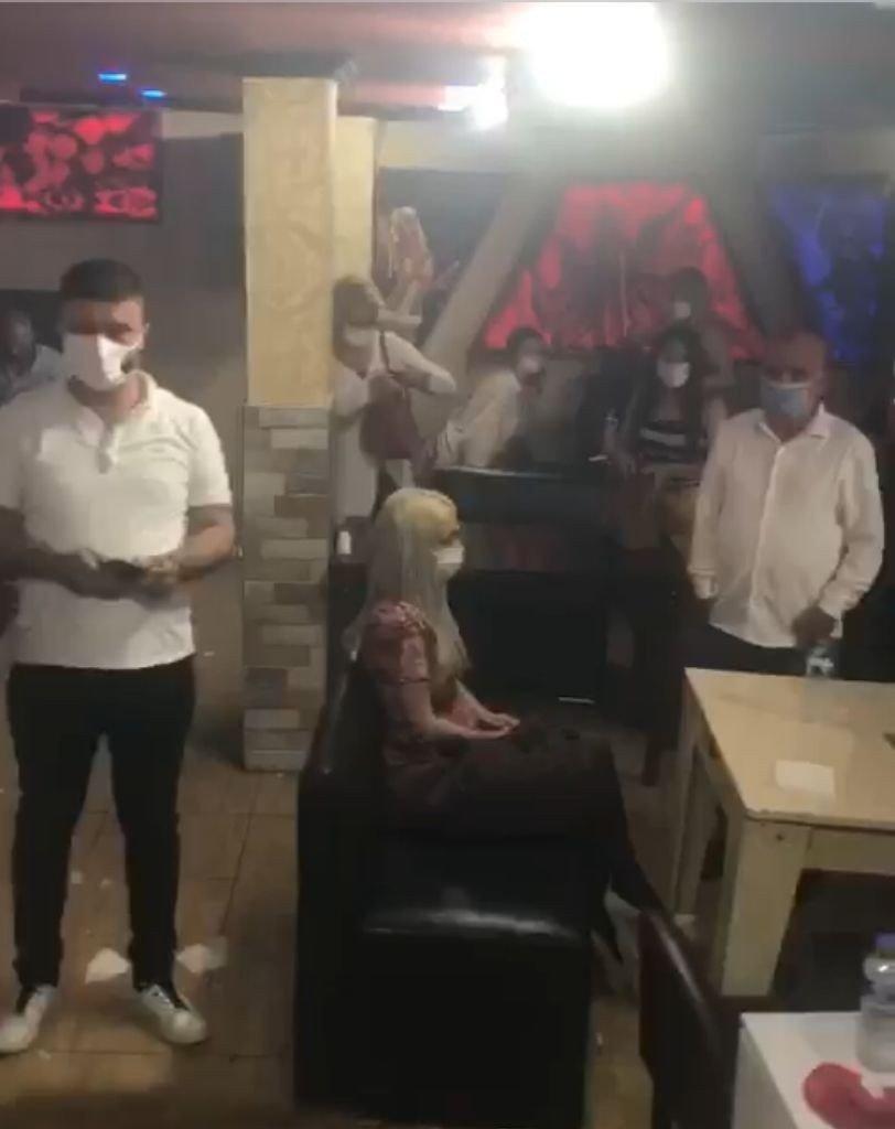 Adana'da kısıtlamada barı kapatıp eğlenen 39 kişiye ceza