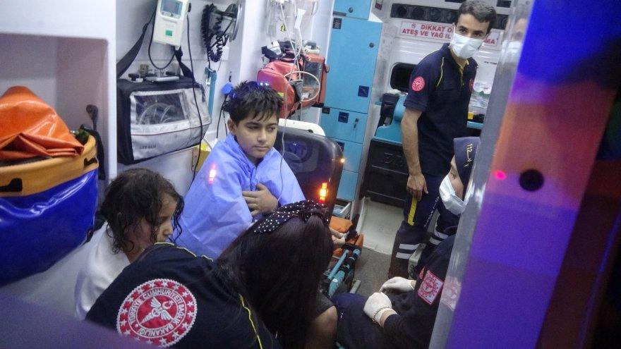 Adana'da otomobil drenaj kanalına düştü: Anne ve 4 çocuğu yaralandı