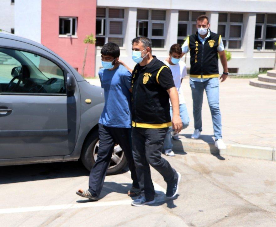 Yaşlı kadının altın kolyesini çalan 3 kardeş tutuklandı