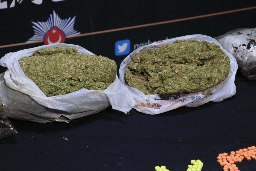 Patlıcan ve biber tarlasına uyuşturucu operasyonu