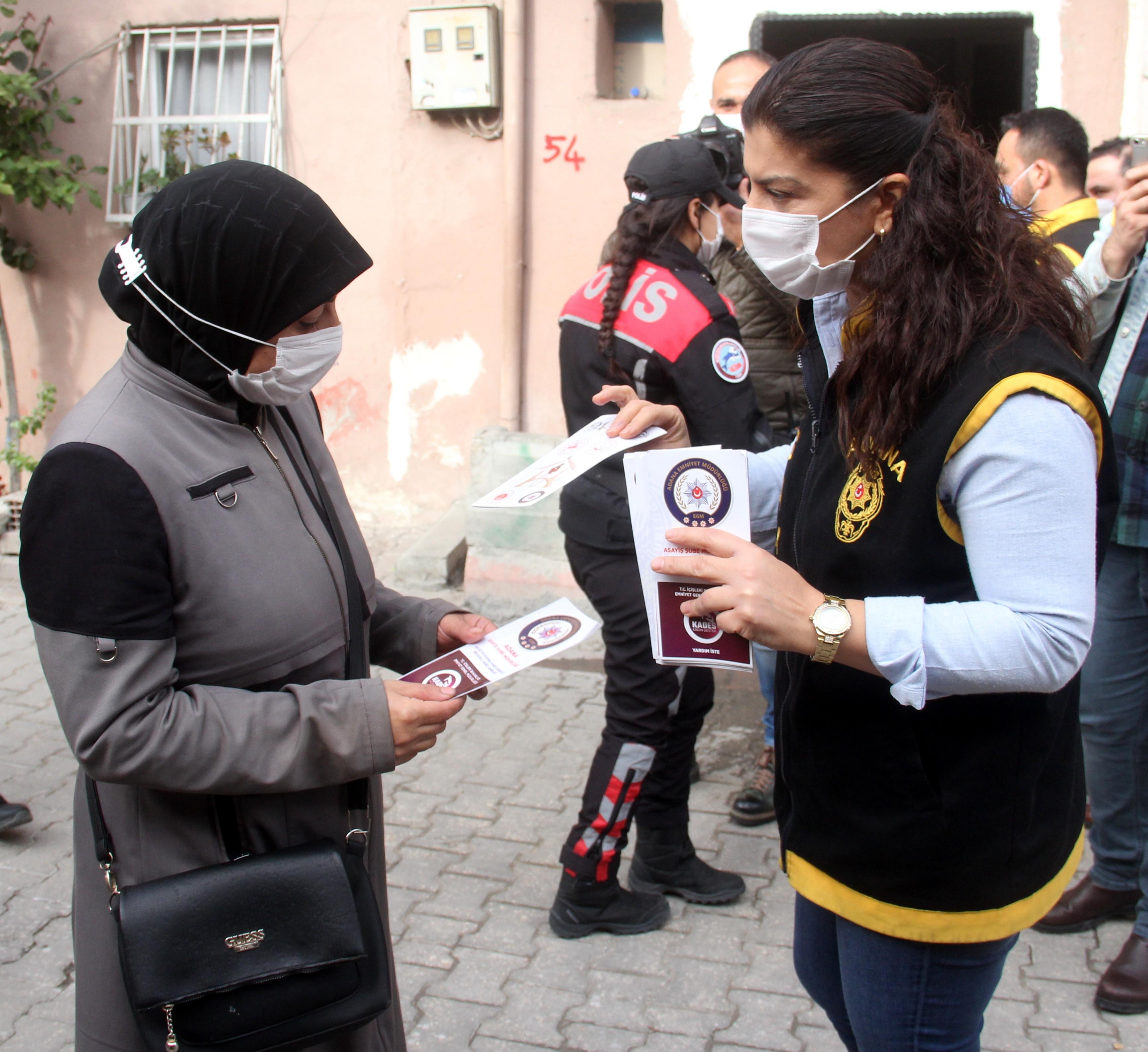 Adana polisi, Suriyeli kadınlara KADES'i anlattı